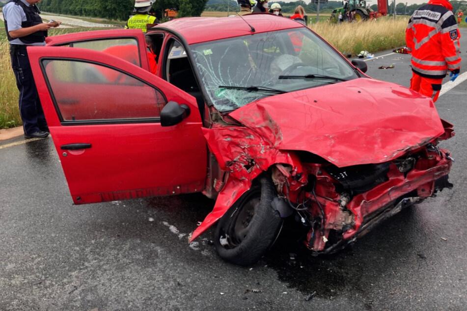 Der Wagen ist nach dem Unfall nicht mehr fahrbereit.
