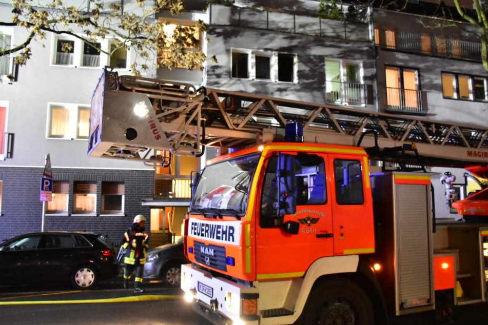 Die Kameraden der Feuerwehr Köln rückten zu dem Einsatz in Köln-Nippes aus.