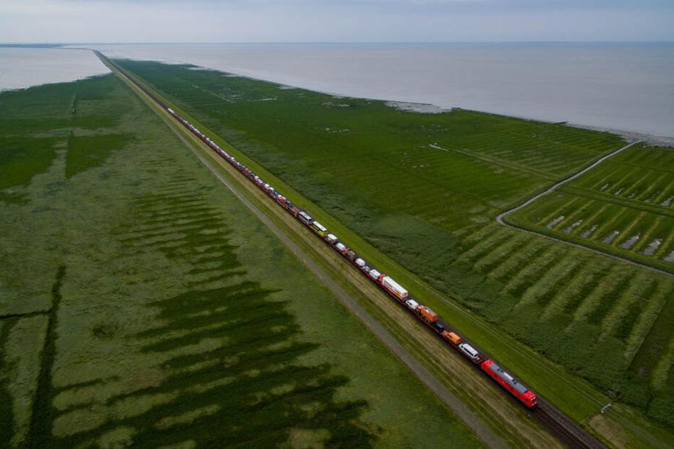 Mit dem Sylt-Shuttle werden von der Deutschen Bahn Autos vom Festland nach Westerland transportiert.