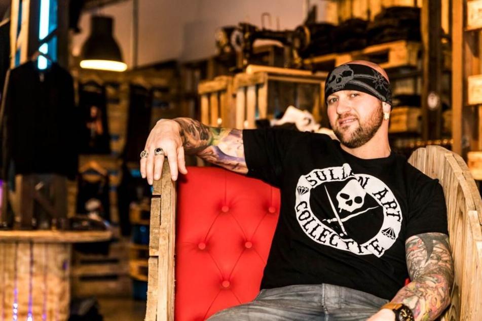 """Der Zwickauer Startätowierer Randy präsentiert die Harley-Davidson Randy Engelhard """"Heaven of Colours""""."""