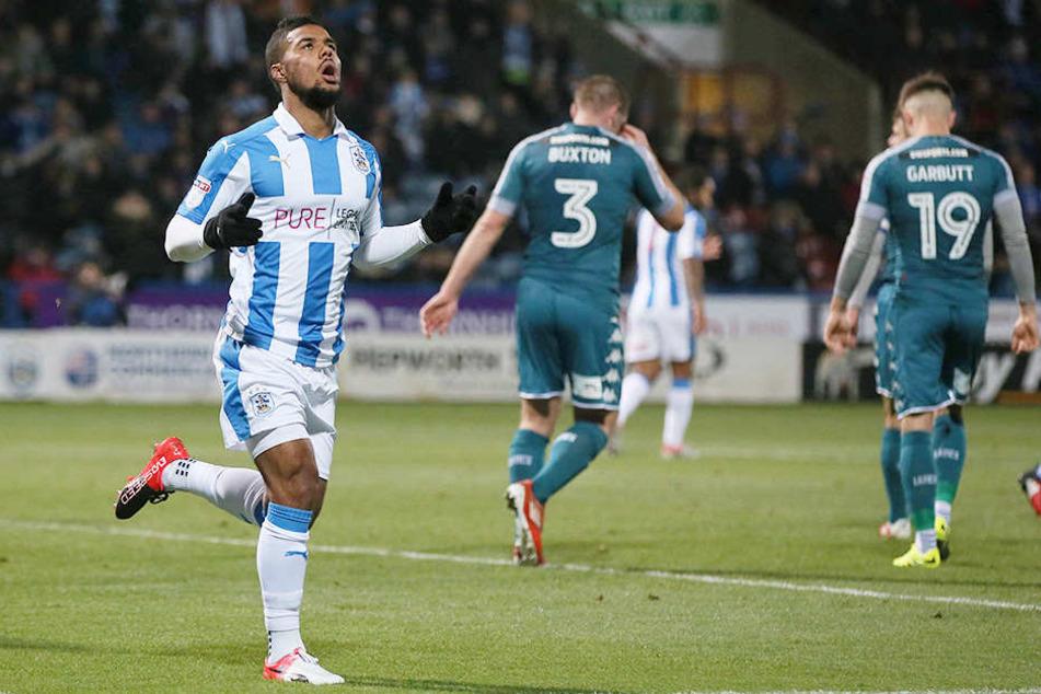 Inzwischen geht Elias Kachunga (24) in der zweiten englischen Liga für Huddersfield Town auf Torejagd.