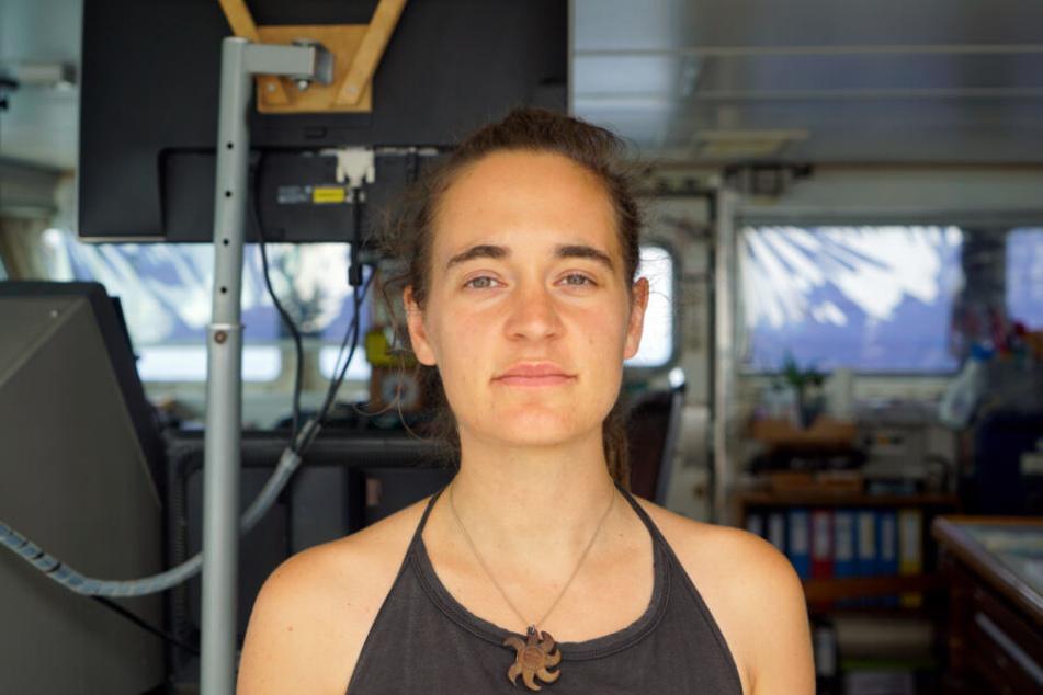 """""""Sea Watch 3""""-Kapitänin Carola Rackete ist an Bord ihres Seenotrettungsschiffes."""