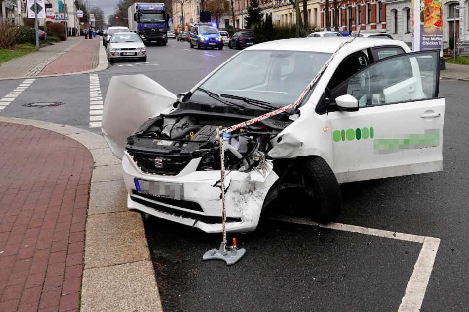 B174 voll gesperrt: Schwerer Unfall in Chemnitz