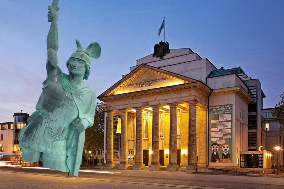 Das Landestheater und das Hermannsdenkmal sind fester Bestandteil von Detmold.