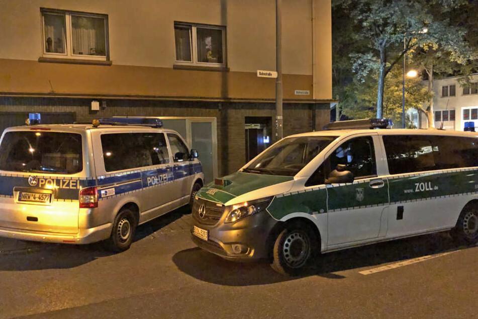 Zoll, Polizei und Ordnungsamt durchsuchten am Freitagabend mehrere Objekte in Ratingen.