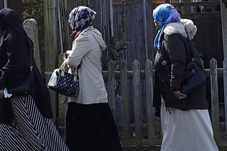 Keine Hosen, kein Facebook - was Muslime Frauen verbieten wollen