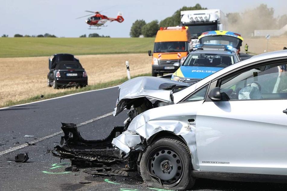 Vollsperrung: Zwei Schwerverletzte nach Unfall auf S177