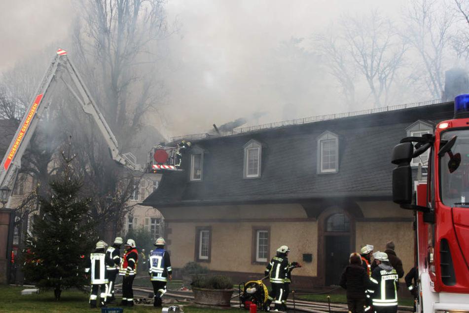 Zahlreiche Einsatzkräfte der Feuerwehr waren bei Schloss Birstein im Einsatz.