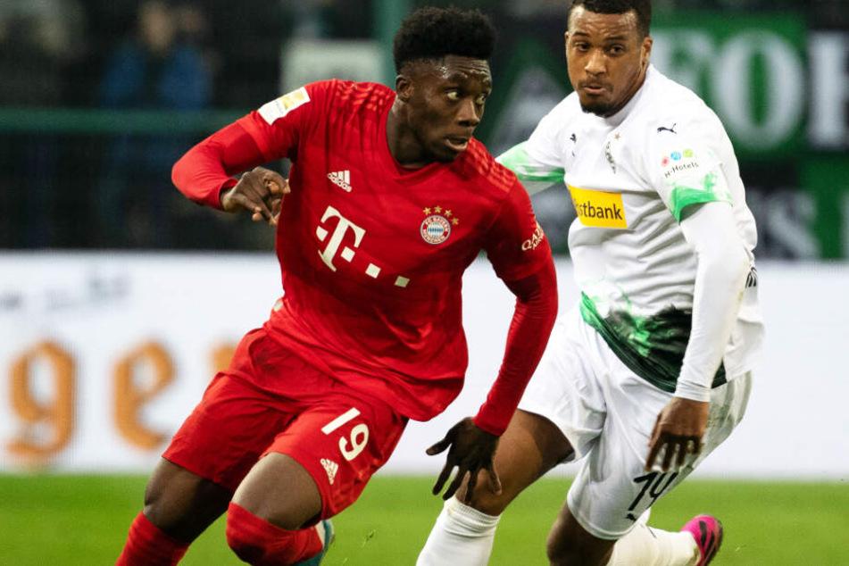 Alphonso Davies (l.) überzeugt beim FC Bayern München auf ganzer Linie.