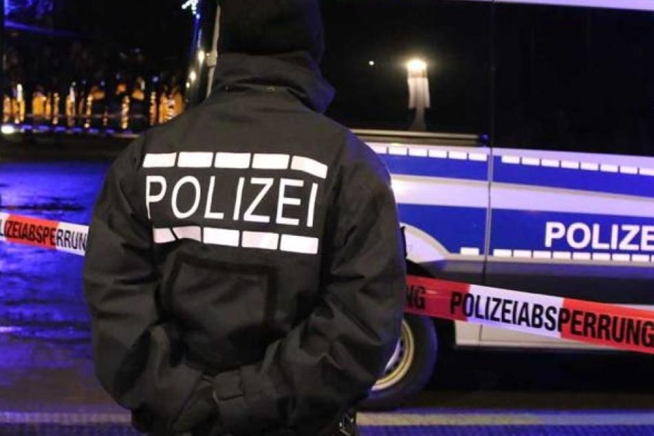 Die Polizei nahm den 71-Jährigen fest. Dabei leistete er keinerlei Widerstand (Symbolbild).
