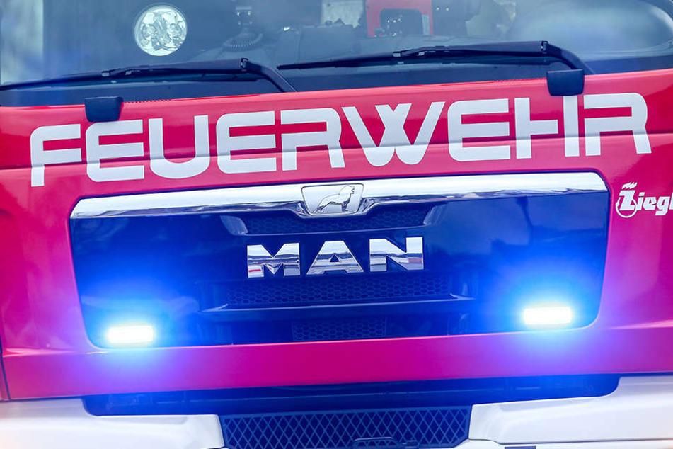 Die Feuerwehr rückte mit Drehleiter und Rettungswagen aus.
