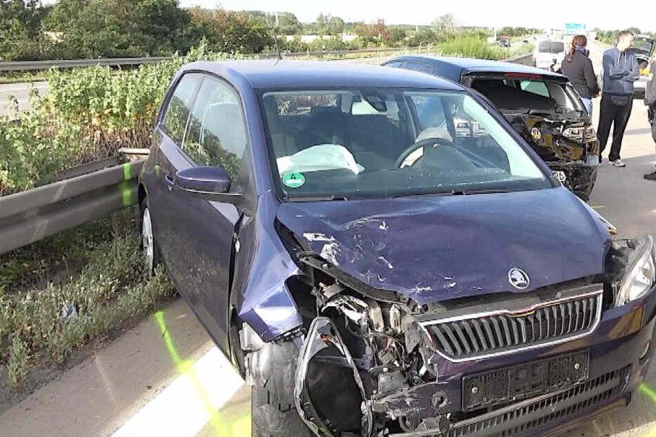 Drei weitere Autos rasten in die Unfallstelle.