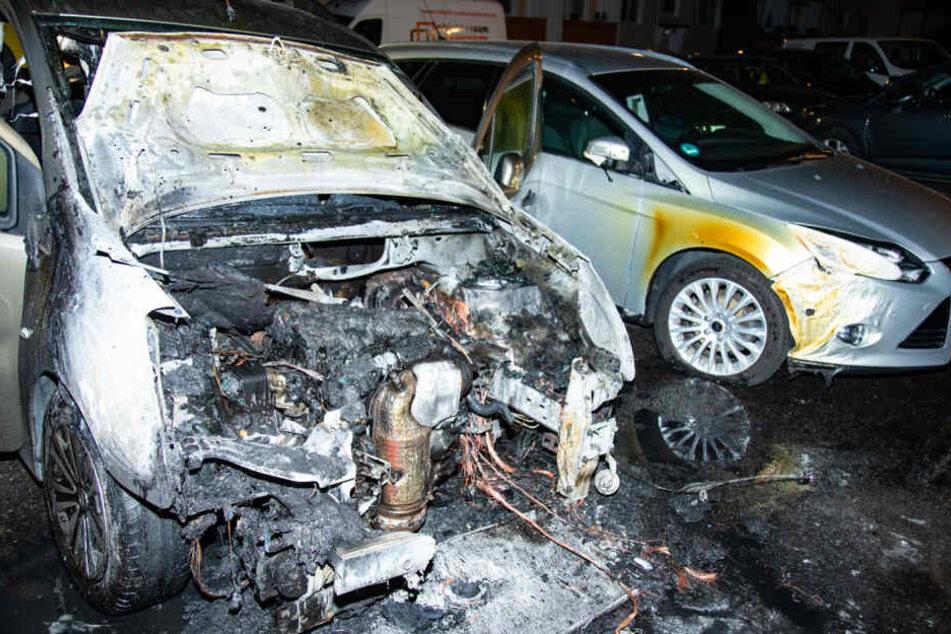 Die beiden Autos wurden schwer beschädigt.