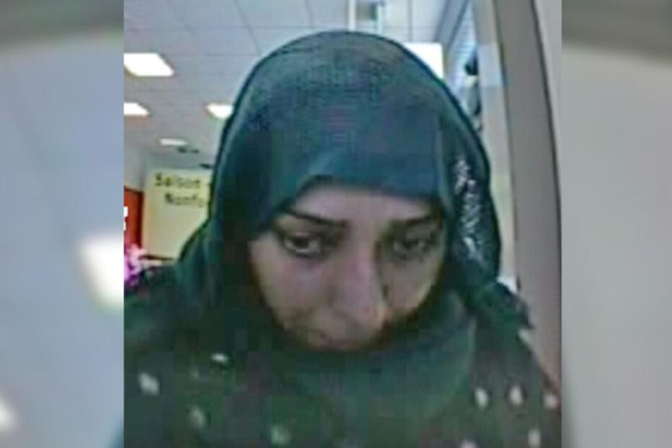 Die Frau wurde von einer Überwachungskamera gefilmt.
