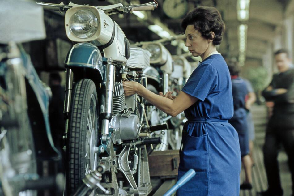 """In den Achtzigerjahren wurden im VEB Motorradwerk rund 240.000 Exemplare vom """"Einheitstyp Zschopau (ETZ)"""" hergestellt."""
