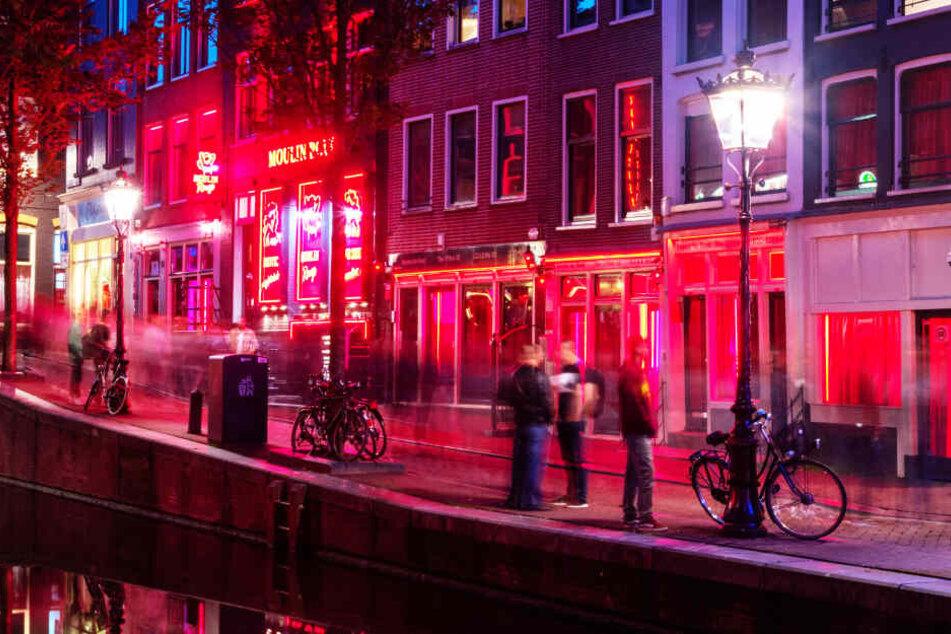 Im Rotlichtviertel werden Prostituierte in Schaufenstern angeboten (Symbolbild).