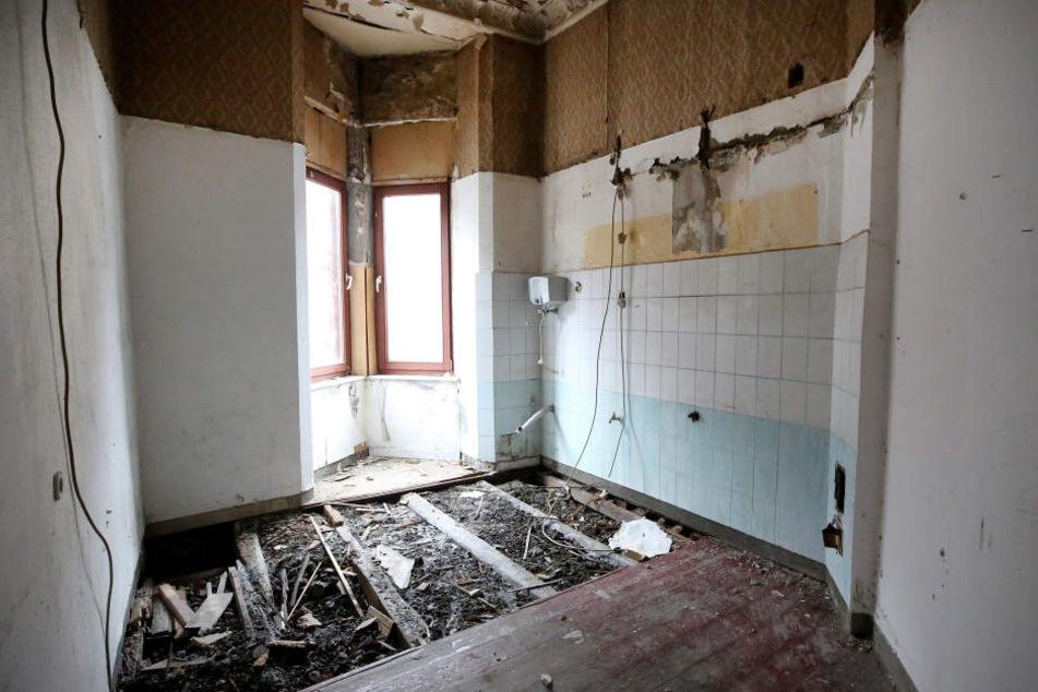 Das Foto zeigt den Verfall einer sogenannten Problem-Immobilie.