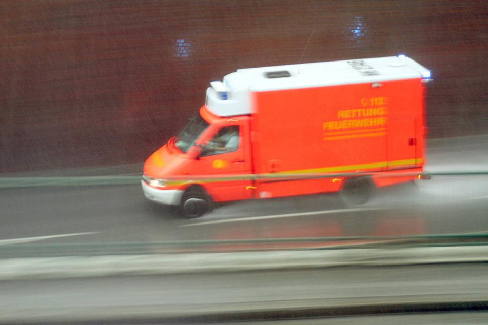 Der Mercedes-Fahrer blieb bei dem Unfall unverletzt. (Symbolbild)