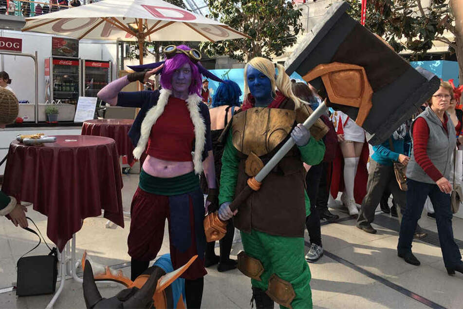 "Besucher der Leipziger Buchmesse dürfen sich wohl auch weiterhin wie Manga-, Comic- oder Filmcharaktere verkleiden (hier: Tristana und Poppy aus dem Online-Game ""League of Legends"")."