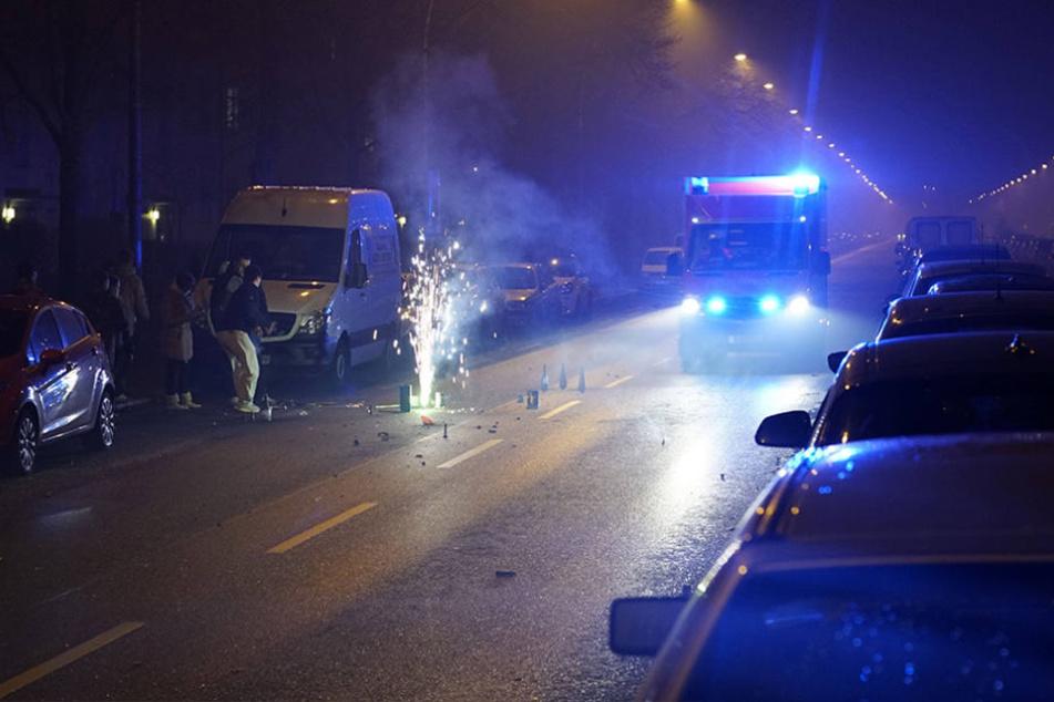 In der Silvesternacht hatten Feuerwehr und Rettungsdienst reichlich zu tun.