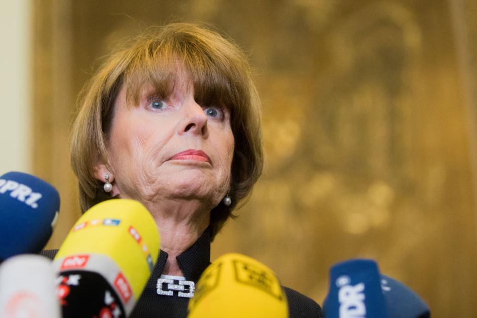 Henriette Reker, Oberbürgermeisterin von Köln, gibt im Rathaus ein Statement zum Urteil des Verwaltungsgerichts bezüglich eines Diesel-Fahrverbots ab.