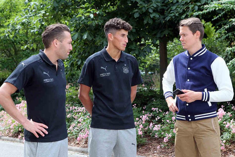 Aykut Öztürk (l.) und Ali Odabas im Gespräch mit TAG24-Reporter Michael Thiele.
