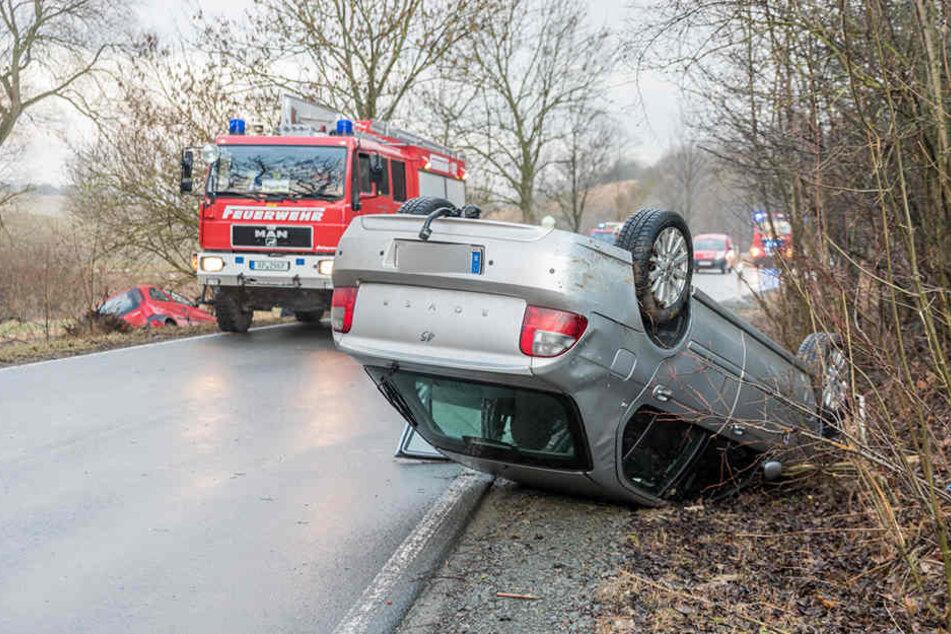 Der Rover blieb nach dem Unfall auf dem Dach liegen.