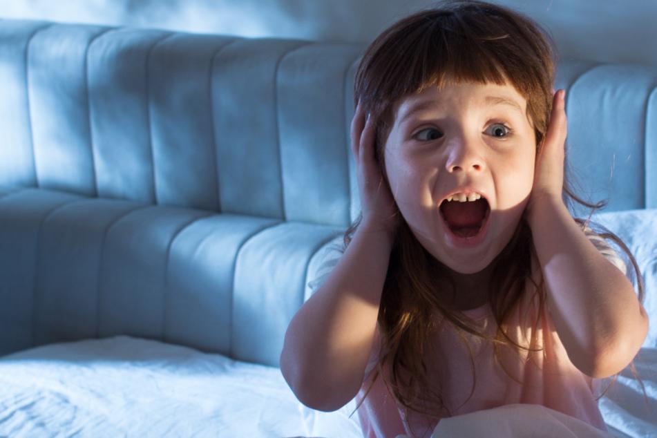 Zweijährige schreit nachts panisch um ihr Leben, nach 15 Minuten ist alles vorbei