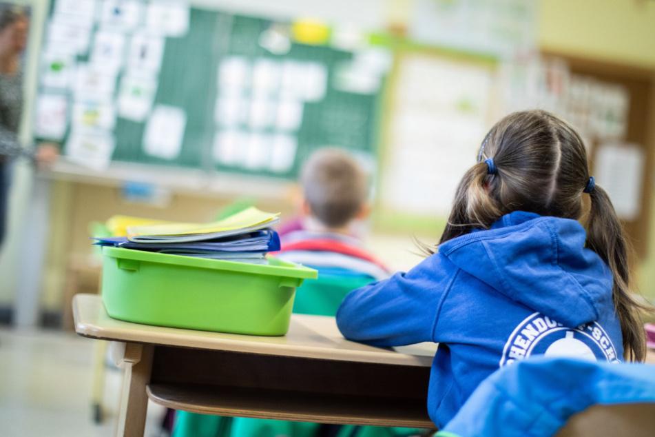 Genügend Corona-Tests für Schulen in NRW? Städtetag hat starke Zweifel!