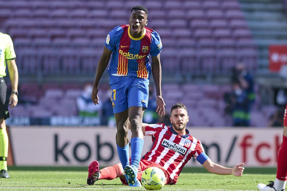 FC Barcelonas Ilaix Moriba (18), hier im Einsatz gegen Atletico Madrid, stehen harte Zeiten bevor. Wenn es richtig schlecht läuft, droht ihm ein Jahr lang die Tribüne.
