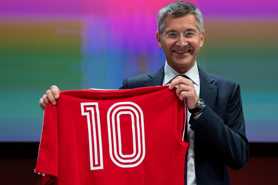 Herbert Hainer (65) hat in einer Zwischenbilanz nach gut 100 Tagen als Präsident des FC Bayern große Hoffnungen in das neue Vorstandsmitglied Oliver Kahn (50) gesetzt.