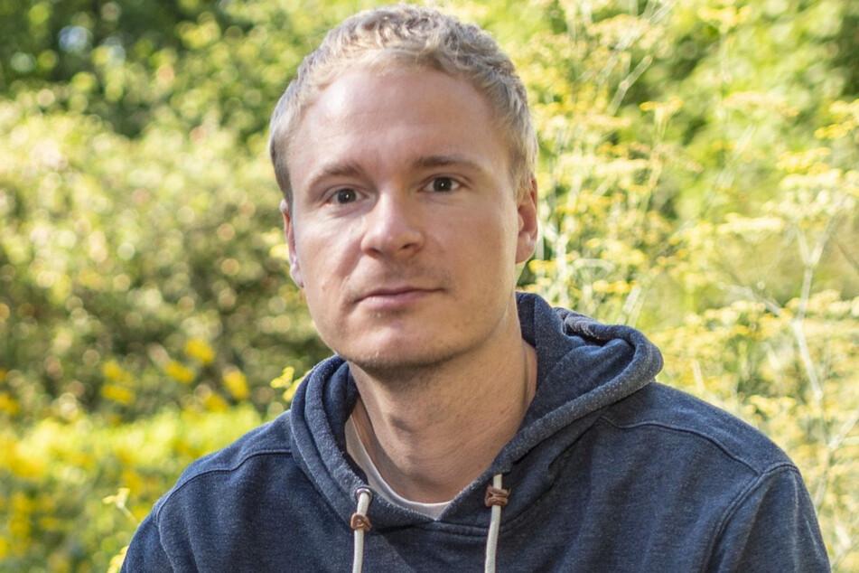 Dave Schmidtke (31) vom Sächsischen Flüchtlingsrat kritisiert die Abschiebungen.