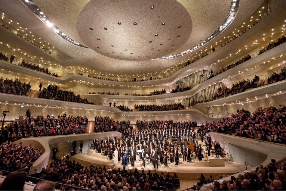 Ein Bild aus einer anderen Zeit: Die Hamburger Elbphilharmonie randvoll (Archivbild).