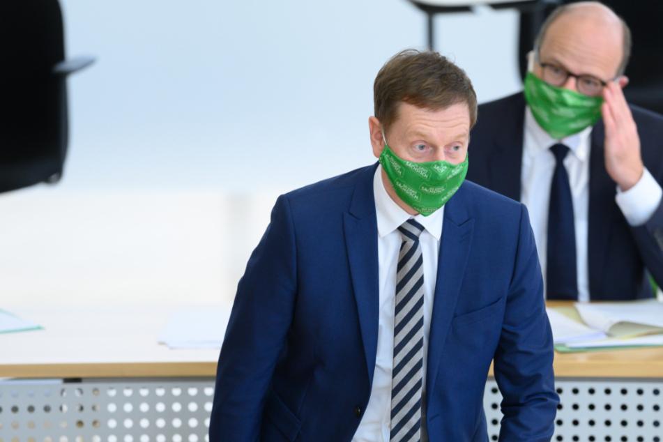 Der sächsische Ministerpräsident Michael Kretschmer stellt sich die Frage, wie man die Pandemie (in Sachsen) am besten stoppen kann.