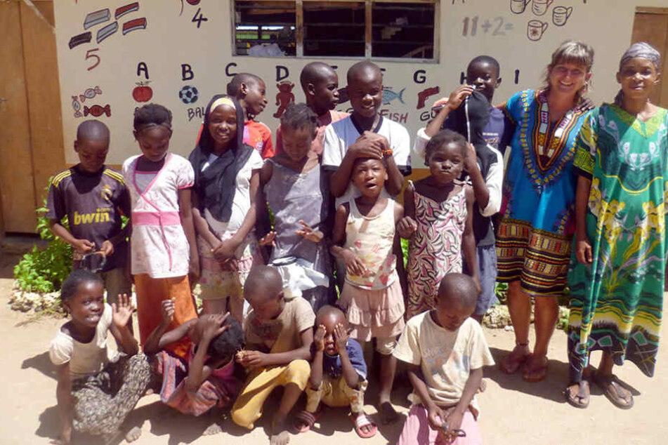 """Auch ein Waisenhaus besuchte """"Mama  Afrika"""" vor zwei Jahren."""