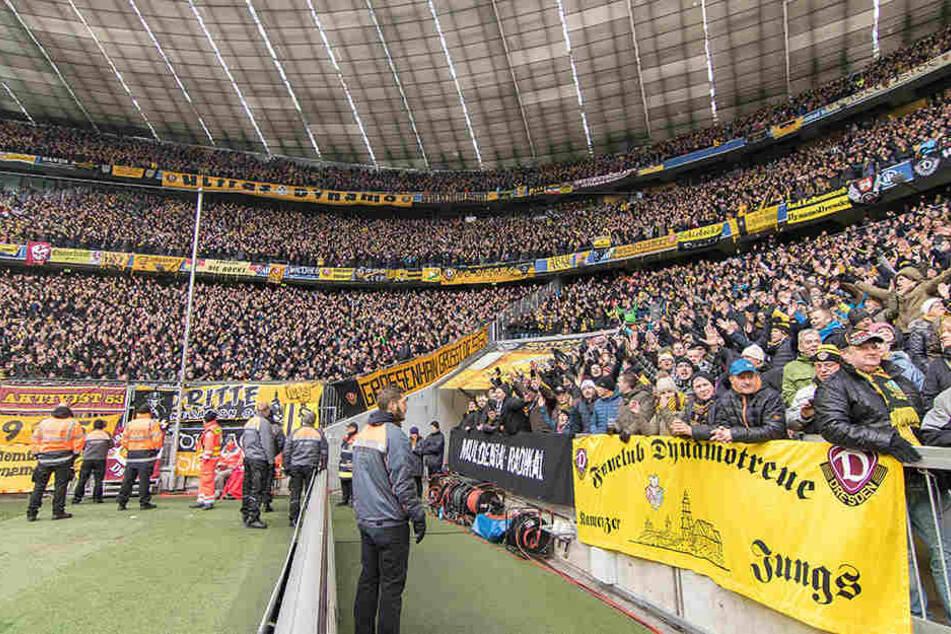 Haben sich die Dynamofans am Einlass in München daneben benommen, oder nicht?