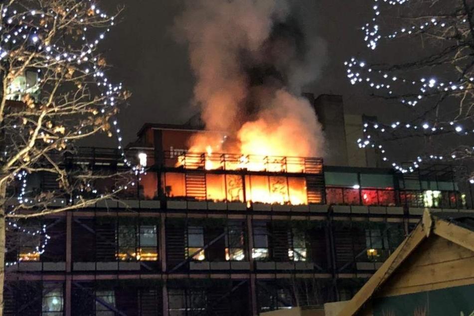 Das Feuer soll auf der Dachterrasse ausgebrochen sein.