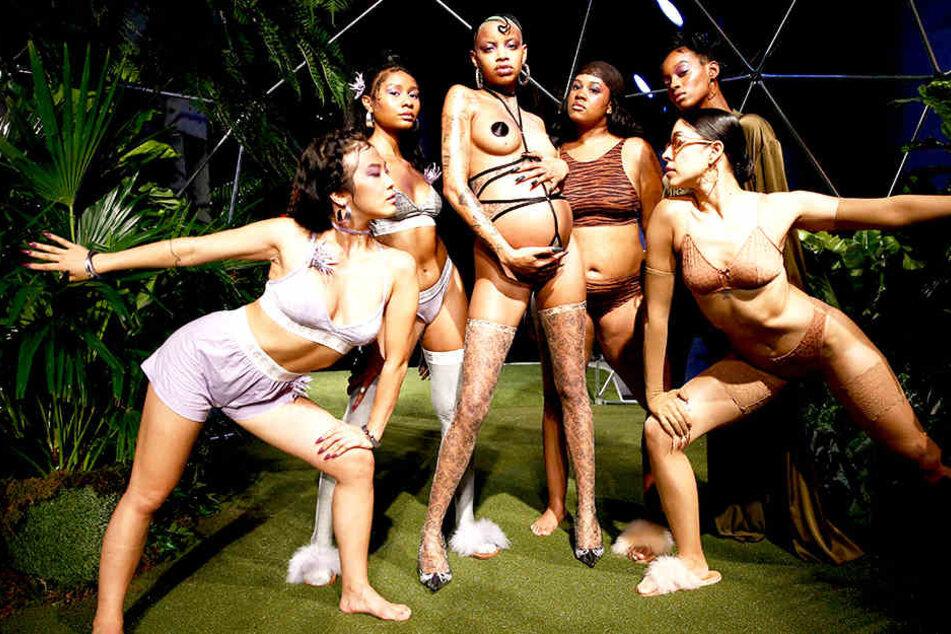 Neben klassischen Models präsentierten auch kurvige und schwangere Frauen Rihannas Dessous.