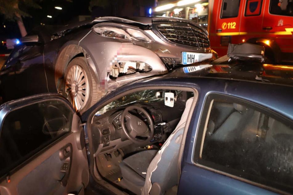 Hamburg: Heftiger Unfall in Hamburg mit mehreren Verletzten