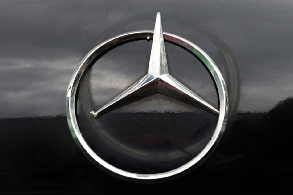 An den Autos soll ein Schaden von mehreren zehntausend Euro entstanden sein. (Symbolbild)