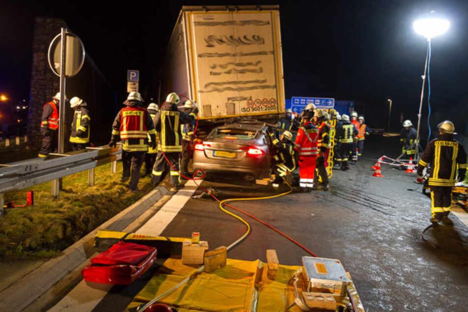 Fast zwei Stunden lang dauerte die Rettungsaktion der Feuerwehr.