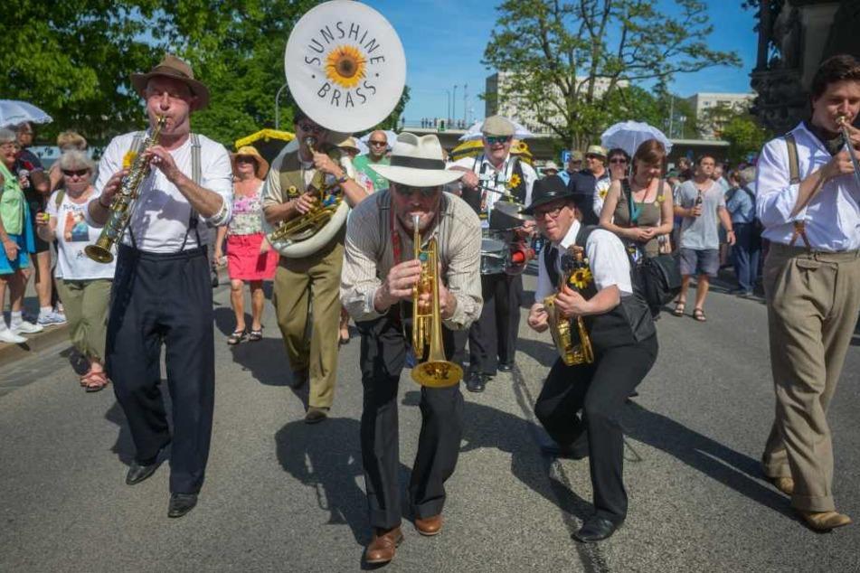 """Die Jungs von """"Sunshine Brass"""" rocken das Terrassenufer"""