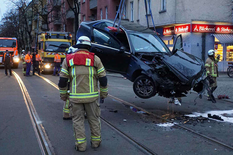 Die Holteistraße musste im betroffenen Bereich für Autos und Straßenbahnen gesperrt werden.