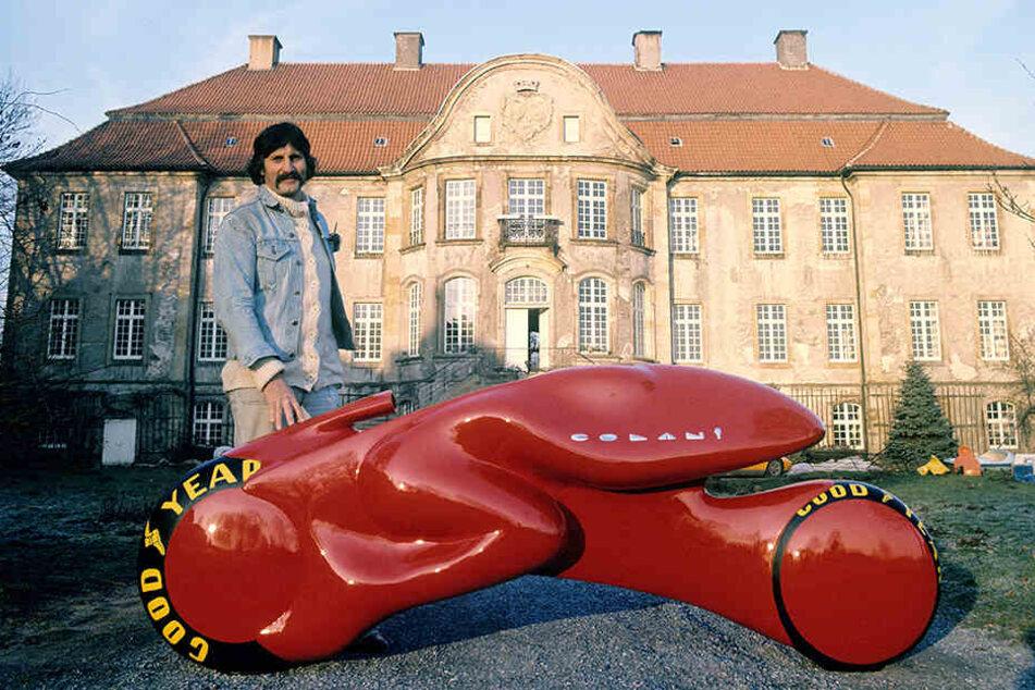 Besonders in den 70er und 80er Jahren verdiente er sehr viel Geld, galt als erster Designer, der seine Werke unter seinem Namen vermarktete. Hier im Jahr 1973 mit einem Entwurf für ein turbinengetriebenes Zweirad.