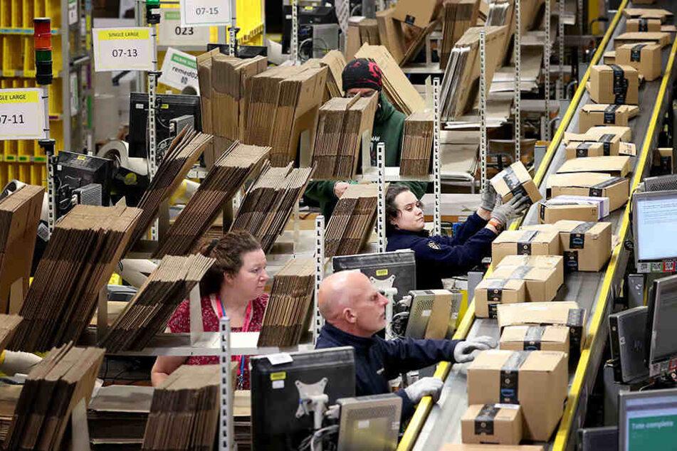 """Mit dem """"Black Friday"""" startet Amazon in das Weihnachtsgeschäft. Für die Mitarbeiter bedeutet das eine zusätzliche Belastung."""