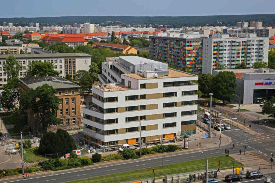 So sieht das neue große Ausbildungs- und Studiengebäude am Straßburger Platz  aus.