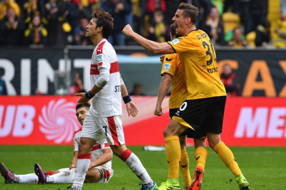 Stefan Kutschke (hinten/38.) und Andreas Lambertz (vorn/42.) schossen Dynamo mit 2:0 in Front.