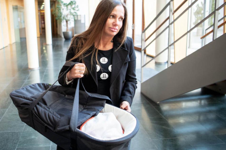 Schwesta Ewa brachte ihre kleine Tochter Aaliyah Jeyla mit ins Gerichtsgebäude.
