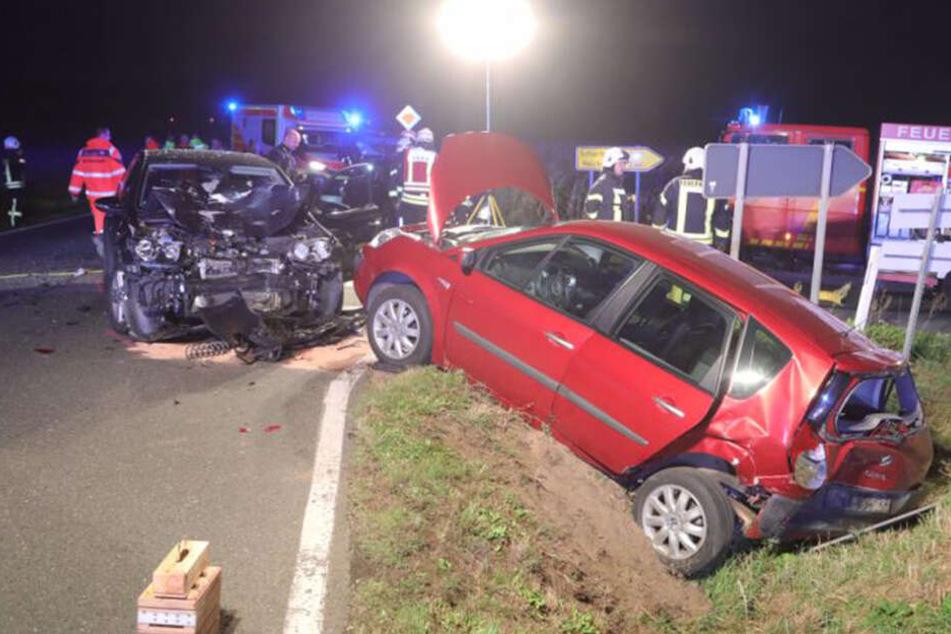 Vollsperrung auf der S177 nach üblem Unfall mit drei Autos