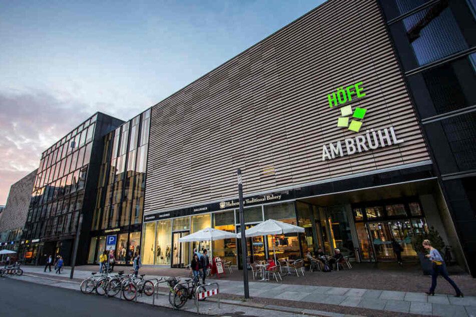 """Im Shoppingcenter """"Höfe am Brühl"""" begann die Gewalt auf den 18-Jährigen. In der Nikolaistraße wurde er anschließend von rund 25 jungen Menschen verprügelt."""